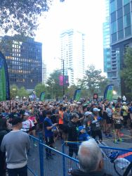 Arrived at the start line around 8:10am. Runners were already getting ready to go!!