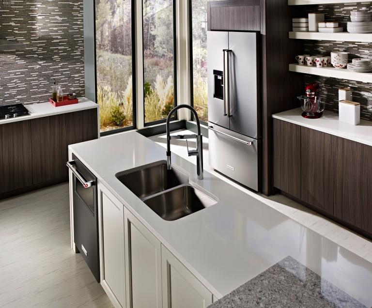 23-8-cu-ft-36-counter-depth-french-door-platinum-interior-refrigerator-lifestyle